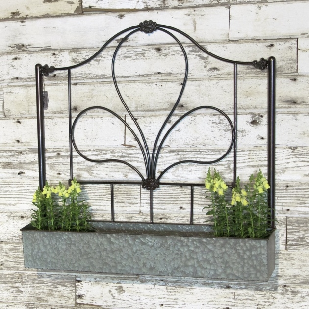 Easy Rustic Wall Planter Picture