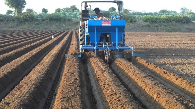 Splendid Potato Planter Machine Image