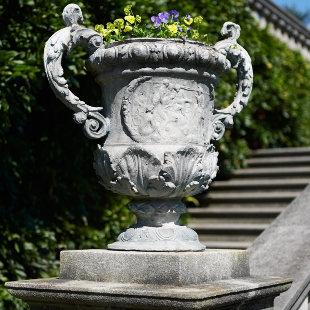 Wonderful Garden Urns Picture